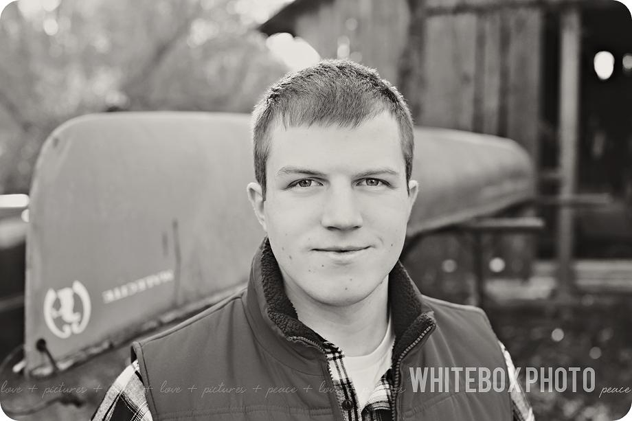riley's senior portrait session at the whitebox photo farm 2017.