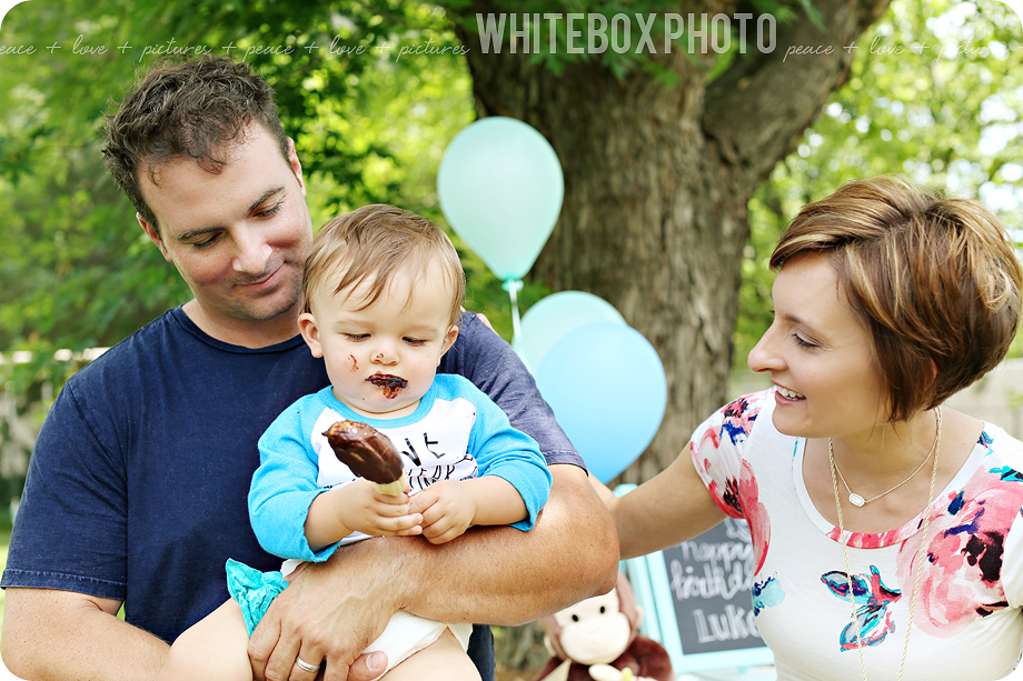 monkey themed first birthday party photos by whiteboxphoto.com